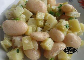goryachiy-salat-iz-fasoli-s-kartofelem-pravoslavnyy-post