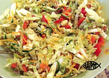 salat-iz-kapusty-morkovi-yablok-i-sladkogo-perca-pravoslavnyy-post